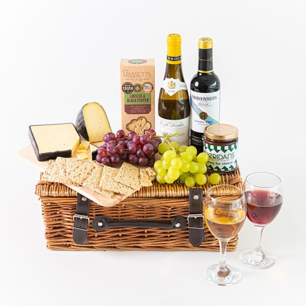 D F Picnic Basket with Wine