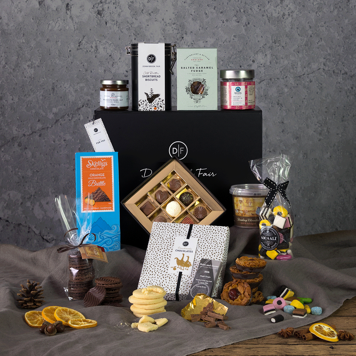 The Sweet Treats Hamper Box (Delivery Until 19th Dec Only)