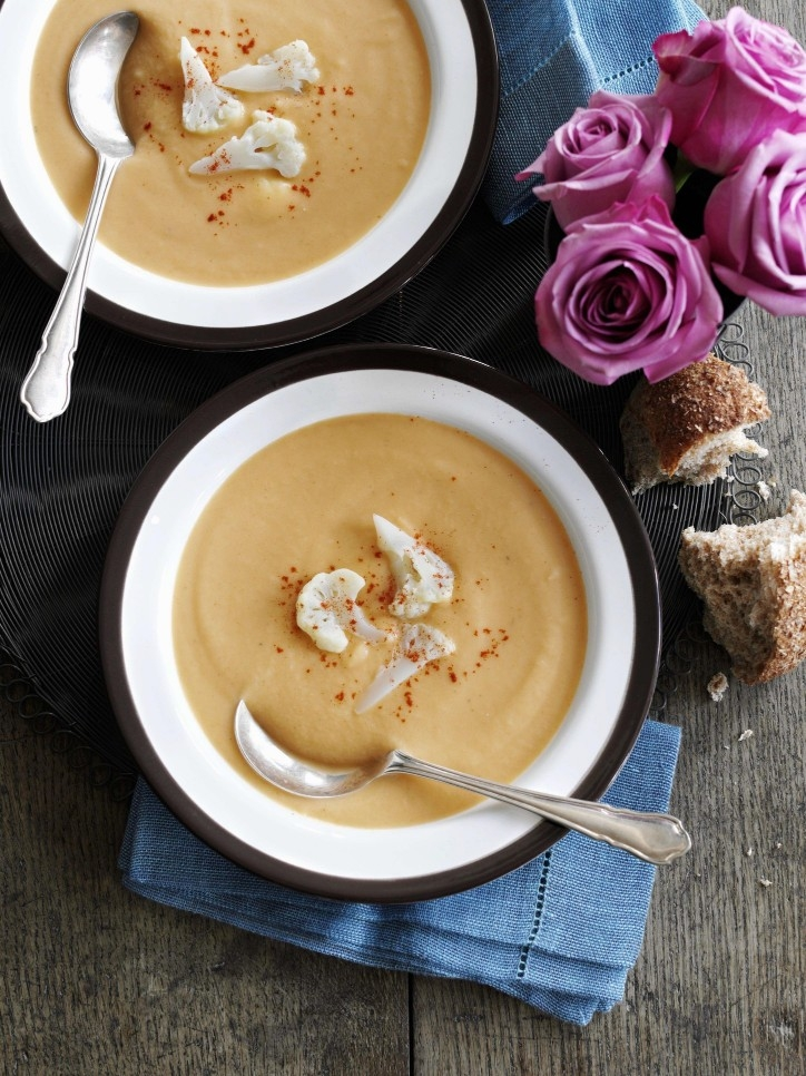 Cauliflower Soup with Cheddar Cheese